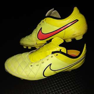 Soccer Shoes / Spikes