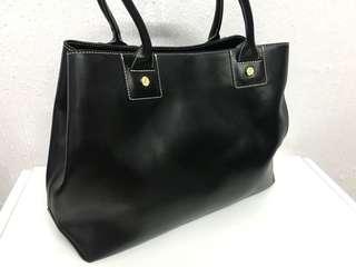Agnes b 黑色全皮手袋