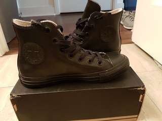 Converse shoes size 7 women's