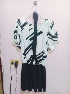 🚚 黑白幾何圖案洋裝