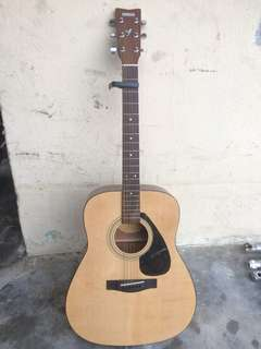 Acoustic Guitar Yamaha