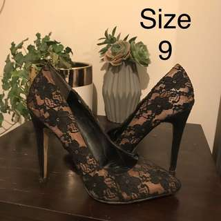 BETTS Lace Heel Size 9
