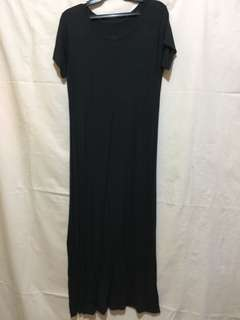 Dress (Long Black Fitted w/ Slit)
