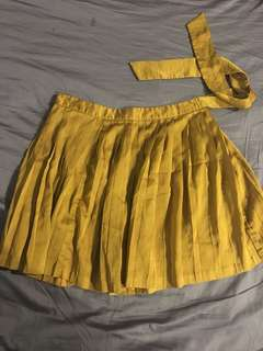 GAP pleated skirt with ribbon gold