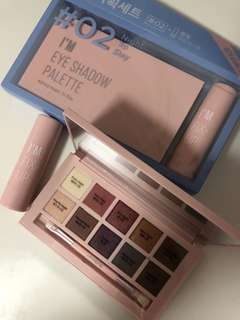 Korea Eye shadow palette with free lipstick set