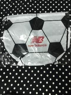 🚚 New balance足球束口背包