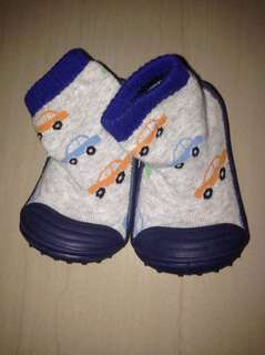 Baby socks with rubber sole