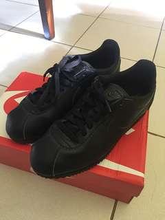 Nike cortez triple black