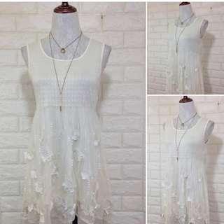 White flowy dress 😍