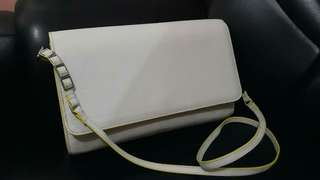 white and yellow sling