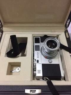 Zeiss Ikon ZM (close comparison to Leica M7)