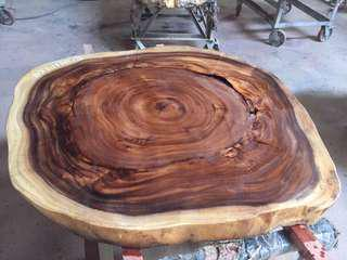 Center table. Acacia round wood slab table top