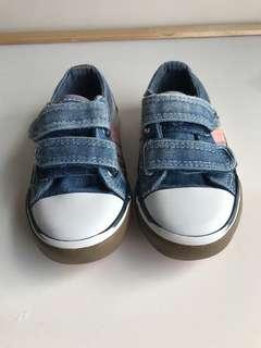 Boy's Shoes Size 6