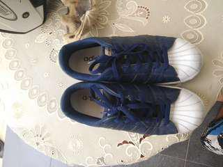 Adidas superstar size 41 fit 42