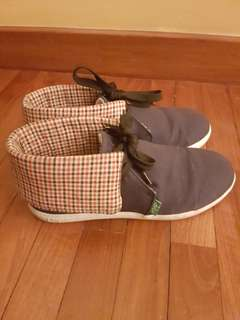 KEEP original sneakers with checkered back flaps