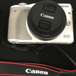 Canon EOS M3 Kit Lens (22mm + 18-55 mm), bundled with EOS EF to EF-M Adaptor