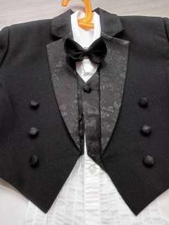 Boy tuxedo suit (tag size 5)