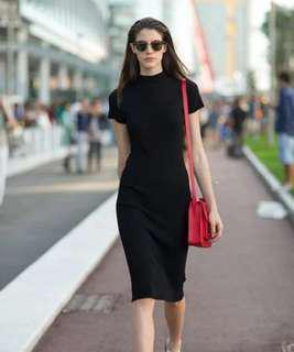 🚚 BNWT Mock Neck Bodycon Midi Dress