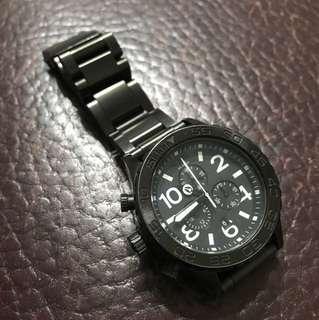 🚚 Nixon手錶,原價1萬多(近期才剛換全新錶帶,除了錶面有些許刮傷,其餘看起來跟新的一樣)