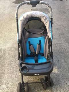 Pre-loved Stroller with carrier/car seat. In good condition