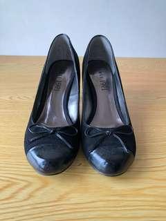 🚚 1991黑色麂皮高跟鞋