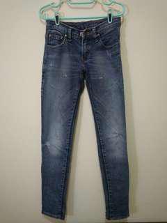 Jeans Pensil - ada aksen ripped