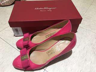 Ferragamo桃紅色漆皮幼踭鞋