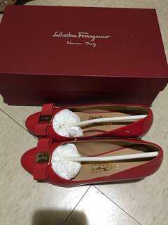 Ferragamo紅色漆皮船踭鞋