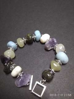 Stones combination bracelet of a few a te, amythist,and angelite