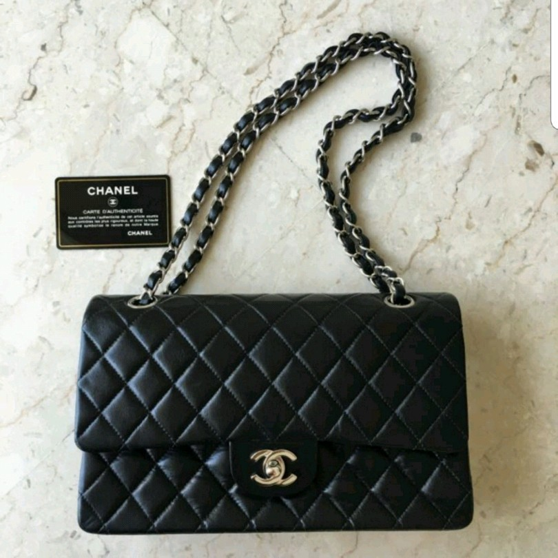 5ab821c96e29 Chanel M/L classic flap, Luxury, Bags & Wallets, Handbags on Carousell