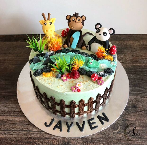 Customized Animal Themed Birthday Cake Food Drinks Baked Goods On Carousell
