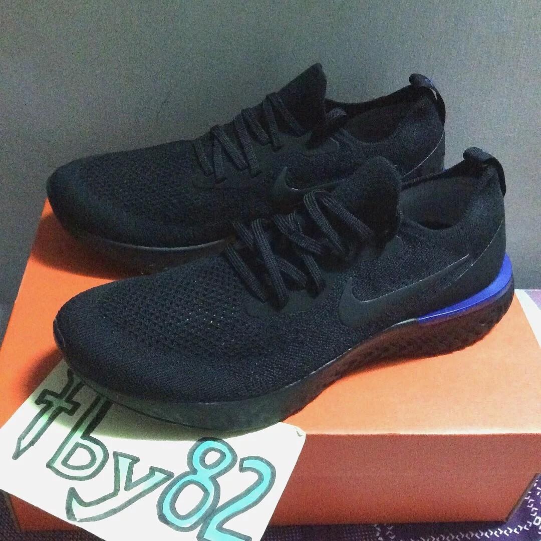 907704c1095a5 US9.5 Nike Mens Flyknit Epic React Triple Black