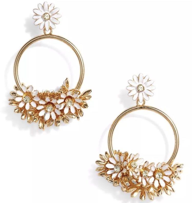 e4b097535f38d1 SALE Kate Spade Loves Me Loves Me Not Drop Hoop Earrings Floral Daisy,  Women's Fashion, Jewellery, Earrings on Carousell