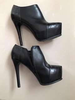 Black Ankle Boots with Croc Patch size US 8 EU 39