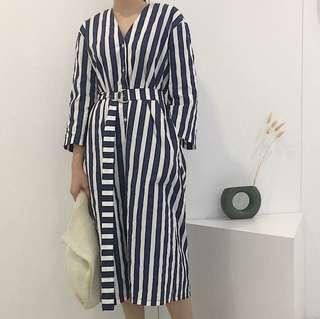 🚚 D字釦直紋洋裝