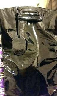 經典Gucci漆皮長形手挽袋(一口價出售)
