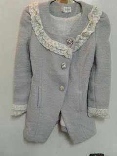韓國帶回內刷毛蕾絲滾邊珍珠釦毛尼外套