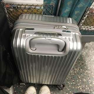 🚚 20吋行李箱 登機箱(銀色)