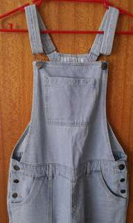 Light washed dungarees