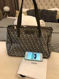 Nearly New : DKNY Luxury Handbag