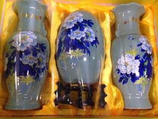 Porcelain jar set