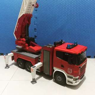 BRUDER Scania fire engine truck