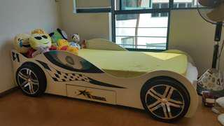 Racing car kids bed