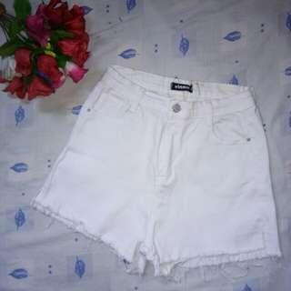 White Highwaisted Short