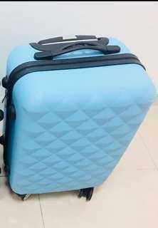 出20吋行李箱(可攜帶上飛機)