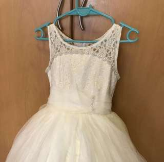 Flower girl dress in ivory with cancan (6-8Y)
