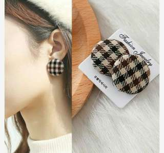 Anting Houndstooth Button