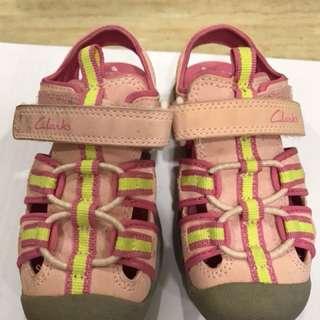Toddler girl's shoe