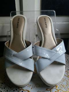 SHOES UNLIMITED WHITE WEDGE