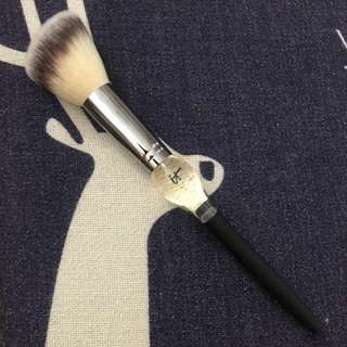 BN IT Cosmetics Heavenly Luxe French Boutique Blush Brush